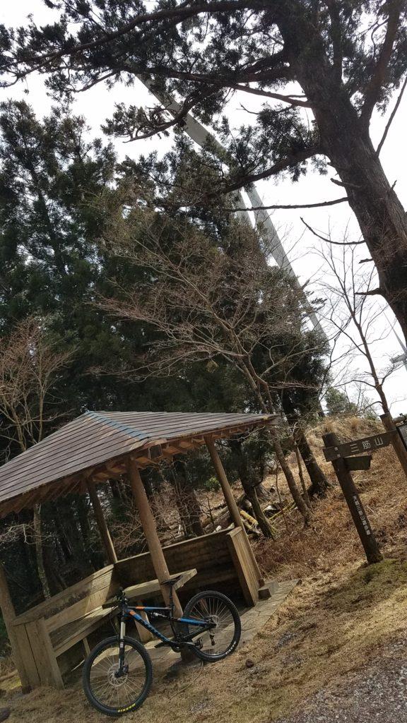 上佐ヶ野林道 東屋